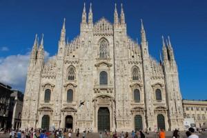 ゴシック様式のミラノ大聖堂(イタリア)。