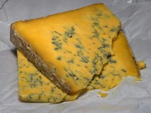 ブルーチーズにできたアオカビ