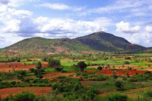 インド・カルナタカ州のデカン高原ナンディ・ヒルズ