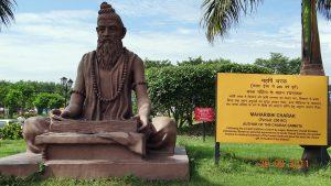 インドのメディカルハーブの父チャラカの像(インド、ハリドワール)