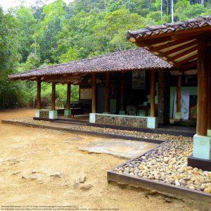 シンハラジャ森林保護区内の施設