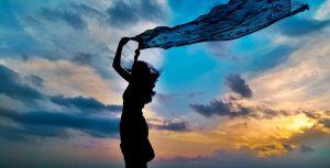 """ドーシャの""""ヴァータ""""は、「空/風」の性質を持つ。"""