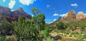 ザイオン国立公園内のザイオン渓谷(アメリカ合衆国ユタ州)