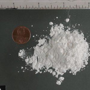 麻薬としてのコカインの白い粉