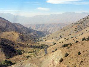 """""""カムチクパス(Kamchik Pass)""""= カムチク峠を通って、フェルガナ峡谷へと続く道(ウズベキスタン)"""