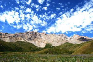 キルギスの山脈と、高原