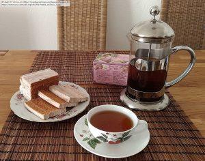 ロシアのティータイム / 紅茶と、パスティラ(Pastila)と呼ばれる伝統的なフルーツ菓子