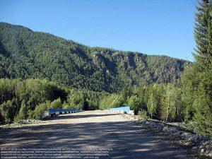 ブフタルマ(Bukhtarma)川に架かる橋(カザフスタン東端)
