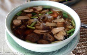 オオバコエンドロを含んだスープ料理「トム・クロン (Tom khlong)」